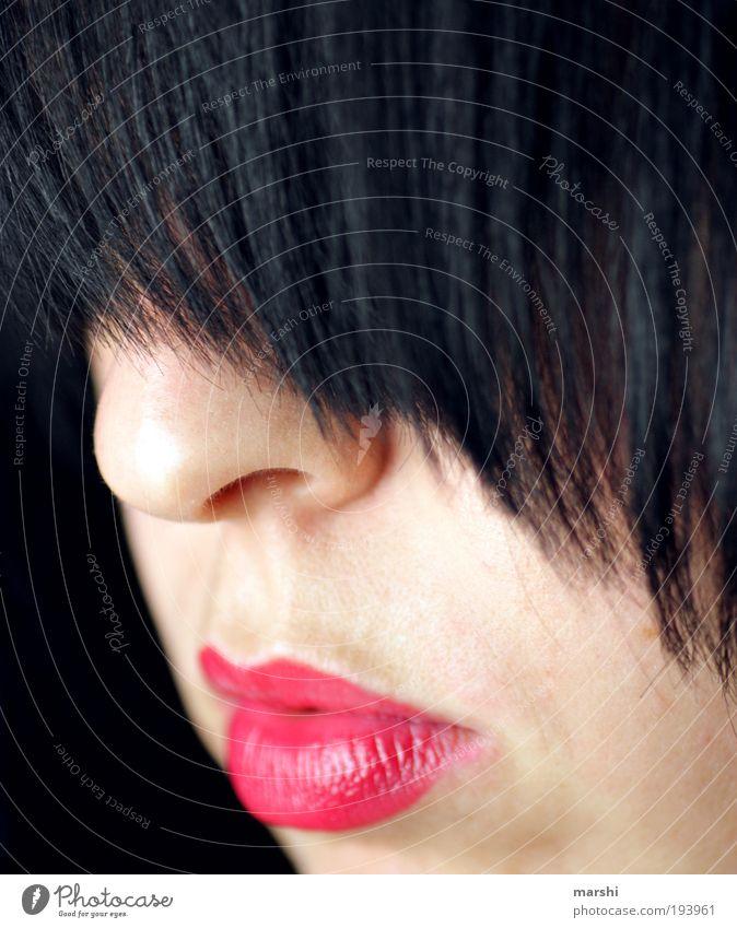 emos pony Frau Mensch Jugendliche rot Gesicht feminin Gefühle Stil Haare & Frisuren Stimmung Erwachsene Lippen zart Pony Porträt Lippenstift