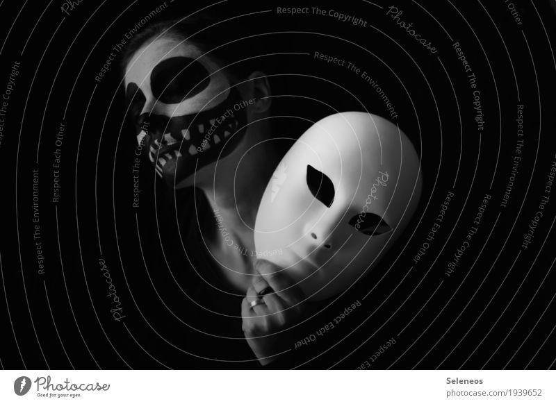 behind the mask Gesicht Kosmetik Schminke Karneval Halloween Mensch Kopf Auge 1 Maske dunkel gruselig Gefühle Stimmung Traurigkeit Trauer Tod Einsamkeit Angst