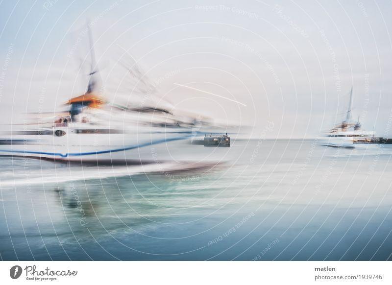 twister Luft Wasser Schifffahrt Passagierschiff Hafen drehen fahren blau grau orange Hafenausfahrt Drehung Anlegestelle Kreuzfahrt Farbfoto Gedeckte Farben