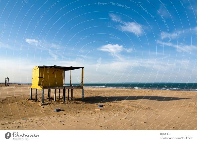 Saisonende Ferien & Urlaub & Reisen Tourismus Ausflug Sommerurlaub Sonne Sonnenbad Strand Meer Himmel Wolken Herbst Schönes Wetter Wärme Hütte Erholung blau