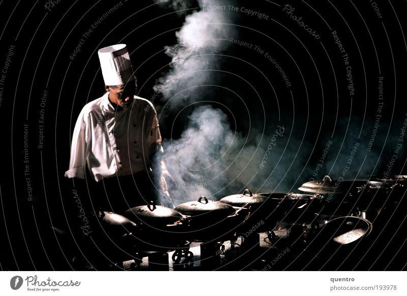 Fassstrasse Mensch Erwachsene schwarz maskulin Küche Mütze Rauch Veranstaltung Koch Wasserdampf Herd & Backofen Kultur 30-45 Jahre Pfanne Raum Nacht