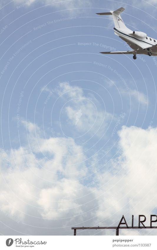 und tschüss... blau Ferien & Urlaub & Reisen Ferne Luft Erde Ausflug Flugzeug Tourismus Luftverkehr Flugzeugstart Flughafen Flugzeuglandung Sommerurlaub Landebahn Hubschrauber