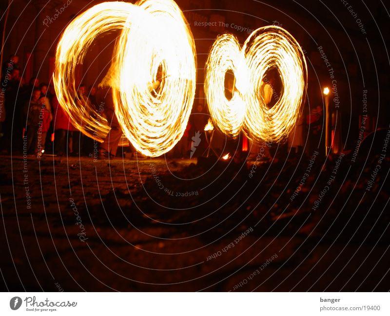 Feuer II Licht brennen Show heiß gefährlich Menschengruppe Brand Tanzen Musik bedrohlich