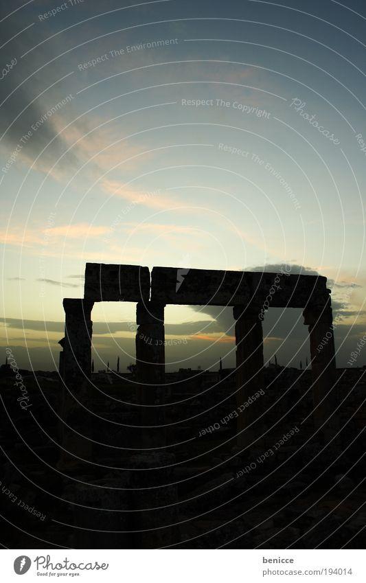 Vier Säulen Pamukkale Gegenlicht Archäologie Archäologe historisch Bauwerk Römer Römerzeit Griechenland Ausgrabungen Stein Skulptur Sonnenuntergang Silhouette