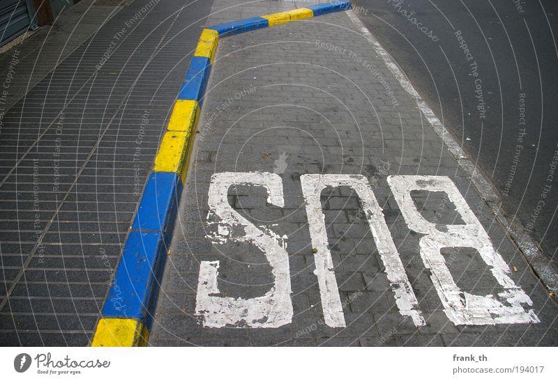 Schon reserviert... Stadt Ferien & Urlaub & Reisen Sommer Straße Bewegung Stein Zusammensein Schilder & Markierungen Beton Ausflug Design Insel