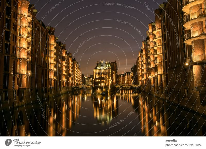 Hamburg Speicherstadt bei Nacht dunkel Tourismus Stimmung Sehenswürdigkeit Skyline Hafen Altstadt Städtereise Hafenstadt Nachthimmel