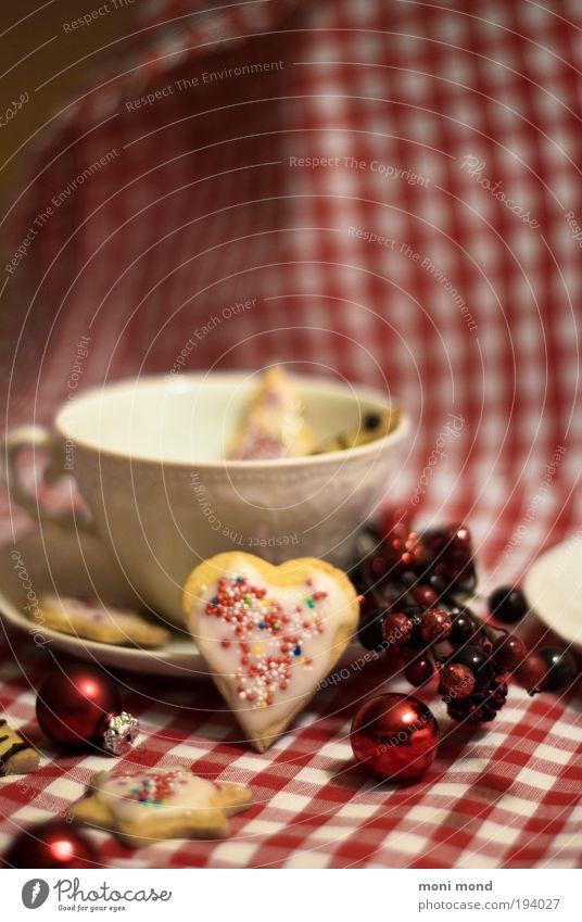 cup&cookies Weihnachten & Advent weiß rot Wärme genießen Herz süß Stern (Symbol) lecker Kitsch Süßwaren Tee Tasse Vorfreude festlich Plätzchen