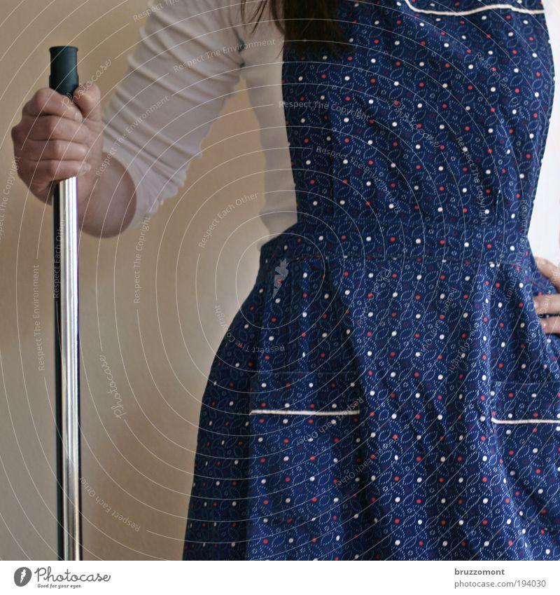 Frühlings Erwarten Mensch Frau blau Erwachsene feminin Arbeit & Erwerbstätigkeit Arme bedrohlich retro Reinigen Sauberkeit Mut Dienstleistungsgewerbe anstrengen