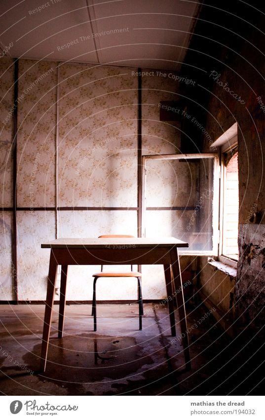 STRAFBANK alt ruhig Einsamkeit dunkel Fenster Gebäude Zeit Raum rosa Tisch außergewöhnlich Stuhl retro Vergänglichkeit Bauwerk Fabrik