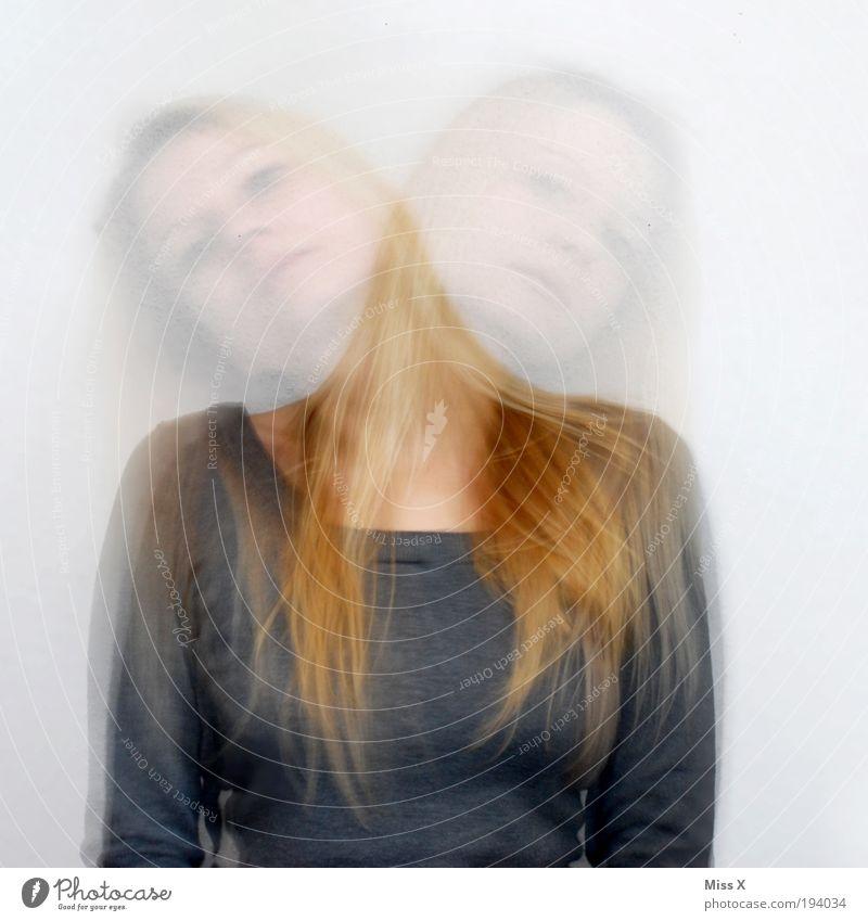 Entscheide Dich! Rechts oder Links!!! Mensch Jugendliche feminin Bewegung Kopf Denken verrückt Idee Zukunftsangst Junge Frau Blick Textfreiraum links Bewegungsunschärfe Frau