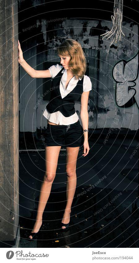 lean on me... Lifestyle Stil schön Hausbau Renovieren Umzug (Wohnungswechsel) feminin Frau Erwachsene Leben Ruine Mode Hose Damenschuhe blond langhaarig stehen