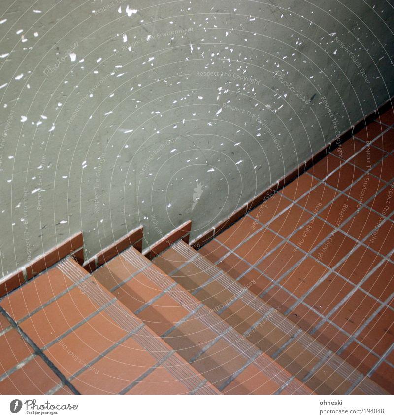 Macken an der Wand Haus Bauwerk Gebäude Architektur Mauer Treppe grau alt Loch Fliesen u. Kacheln dunkel Farbfoto Innenaufnahme Muster Strukturen & Formen