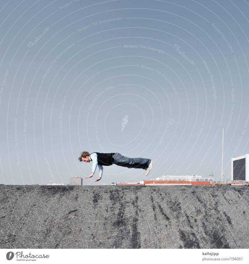 berlin light Mensch Mann blau Stadt Freude Haus Erwachsene springen Beruf fliegen Freizeit & Hobby maskulin Hochhaus Lifestyle Dach Wissenschaftler