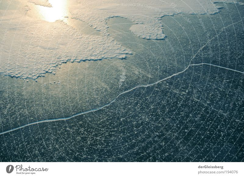 """Lass die Sonne rein! Natur Wasser Winter Eis Frost See Fluss hell kalt """"blau grün gebrochen Schnee gelb Spiegelung glatt tragend"""" Farbfoto Außenaufnahme"""