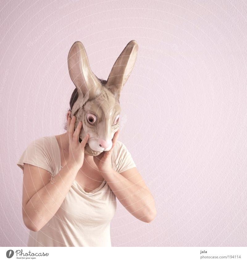 8 jahre - gucken und kuscheln Frau Mensch weiß Freude Erwachsene feminin Stil Denken Feste & Feiern rosa stehen Lifestyle Kitsch Ostern Maske entdecken