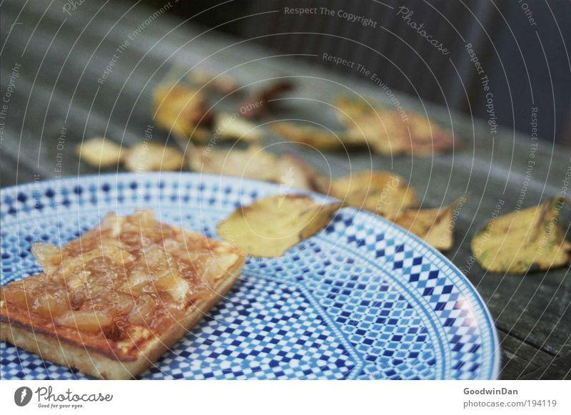 Blätterteig Ernährung kalt Zufriedenheit Lebensmittel Geschwindigkeit frisch süß streichen lecker Teller wählen Vorfreude Optimismus Freude Mahlzeit