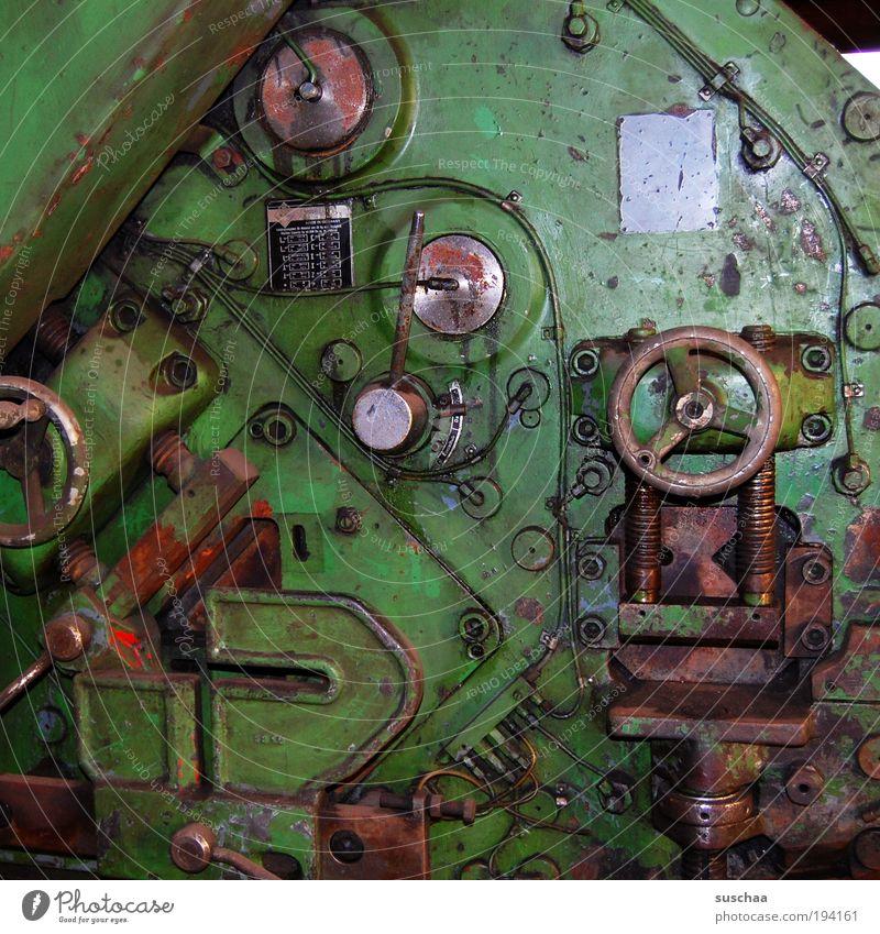 zeitmaschine grün Metall warten dreckig Industrie Technik & Technologie Stahl Rost Eisen Maschine Werkzeug Produktion Schraube Arbeitsplatz Aktion Material