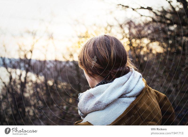 . Mensch Himmel Natur Jugendliche Junge Frau weiß Sonne Baum Landschaft Erholung Ferne Winter Wald 18-30 Jahre schwarz Erwachsene