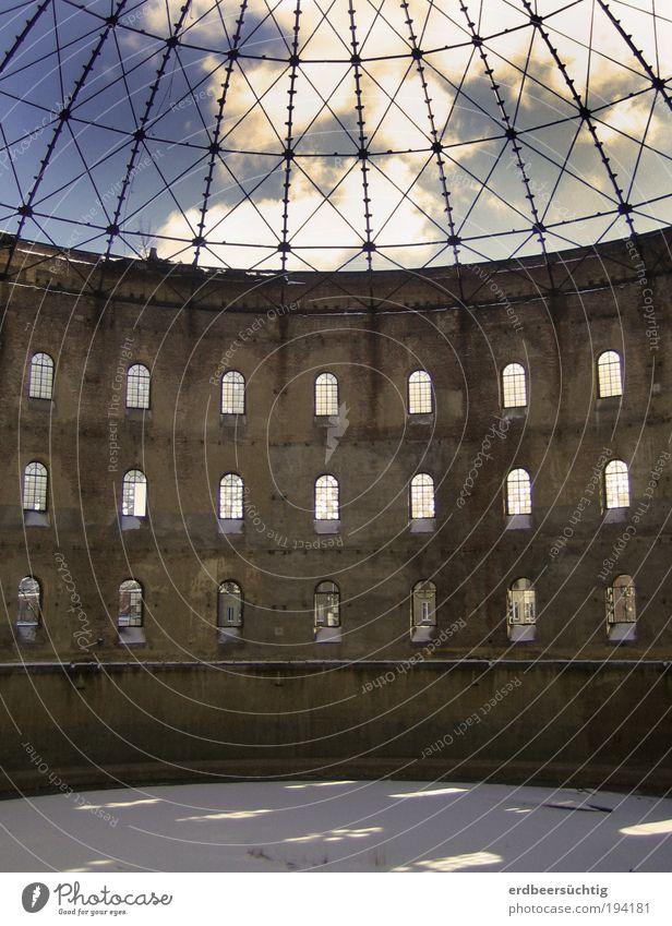 Entkernt alt Fenster Stein Gebäude Architektur Fassade Industrie Energiewirtschaft trist Dach Vergänglichkeit Stahl Verfall Vergangenheit Bauwerk Ruine