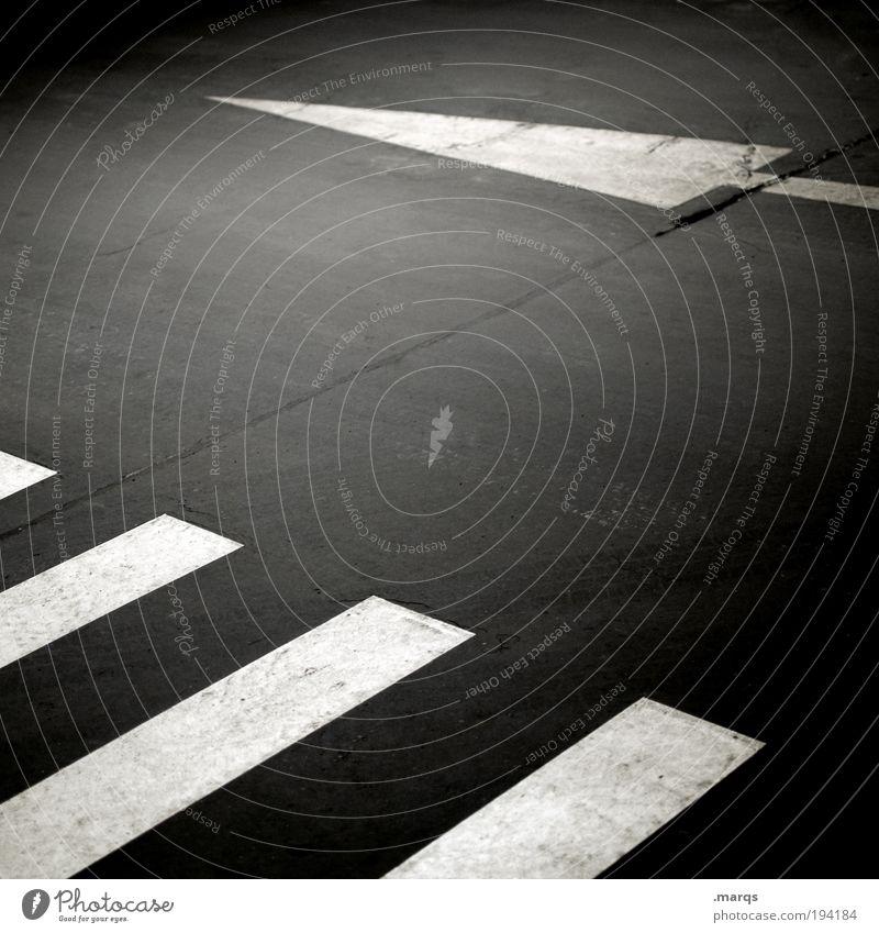 Westwärts Stadt Ferien & Urlaub & Reisen Ferne Straße dunkel Wege & Pfade Linie Schilder & Markierungen Ausflug Verkehr Sicherheit Streifen