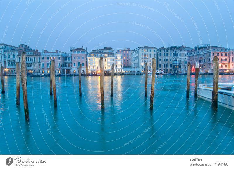 Blue Monday Venedig Italien Hafenstadt Stadtzentrum Altstadt einzigartig Ferien & Urlaub & Reisen Canal Grande Holzpfahl Dämmerung blau Farbfoto Außenaufnahme