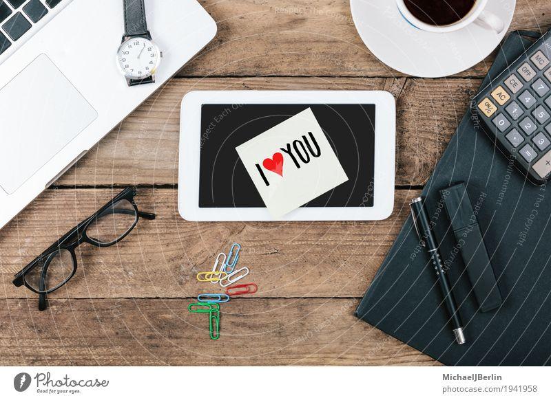 Schreibtisch mit Notiz I Love You mit Textfreiraum von Oben Büro Computer Liebe Blog Information online Symbole & Metaphern Tablet Computer Zettel Valentinstag