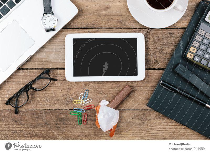 Schreibtisch mit leerem Tablet Computer mit Textfreiraum Büro Netzwerk Blog Information online Symbole & Metaphern konnektivität Bildschirm schwarz Internet