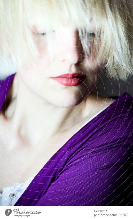 Ruhezone Frau Jugendliche schön ruhig Gesicht Erwachsene Erholung Leben Freiheit Haare & Frisuren Stil träumen Zeit Zufriedenheit elegant Haut