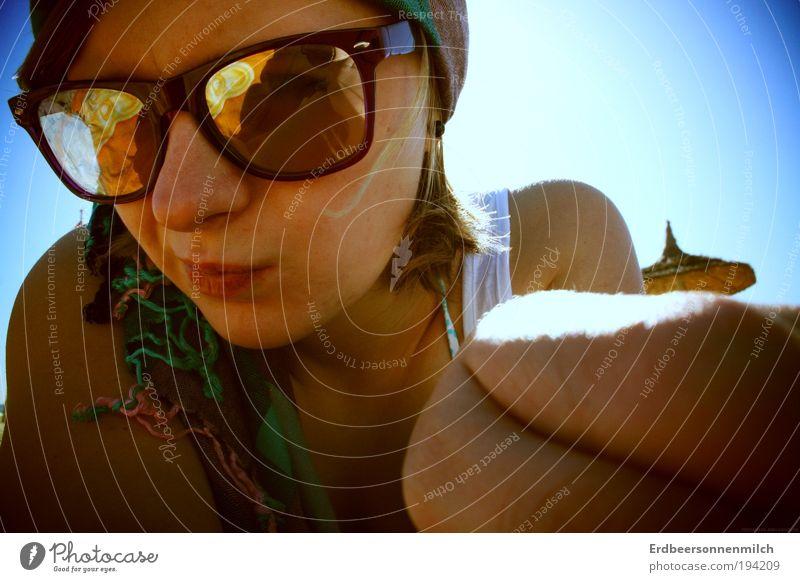 Definitiv.Zufrieden Jugendliche schön Sommer Sonne Meer Ferne Strand Leben feminin Stil Glück Freundschaft Zufriedenheit warten genießen Warmherzigkeit