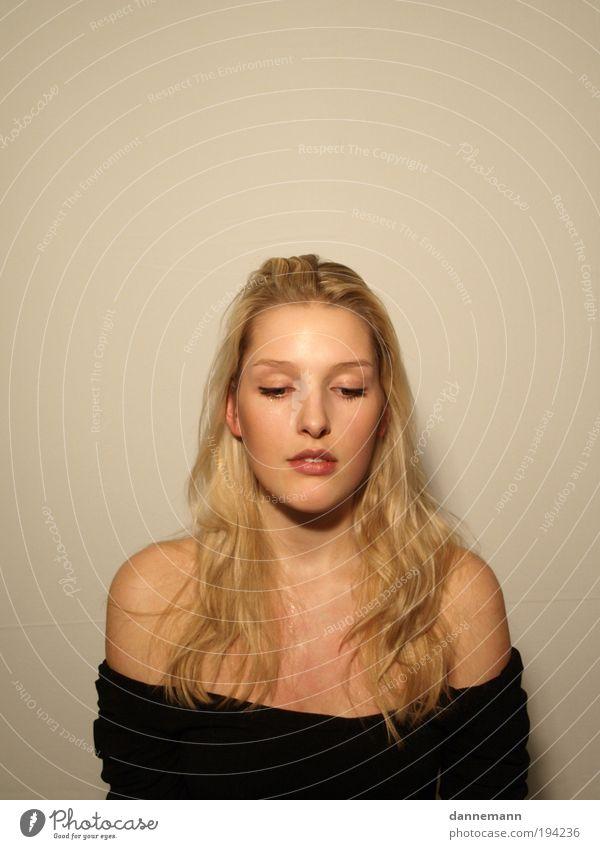 Jordis2 Mensch feminin Junge Frau Jugendliche Gesicht 1 Gefühle Farbfoto Innenaufnahme