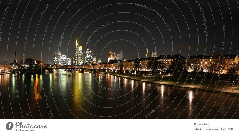 Skyline von Frankfurt, Flussblick mit Main von Osten schön rot Haus schwarz gelb Landschaft hell Beleuchtung Kunst Deutschland Hochhaus Europa modern ästhetisch