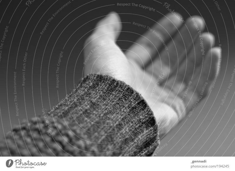 Offenheit Hand Arme elegant Ordnung natürlich ästhetisch Finger Hoffnung Sicherheit Schutz Glaube Pullover Geborgenheit Akzeptanz Junger Mann Mensch