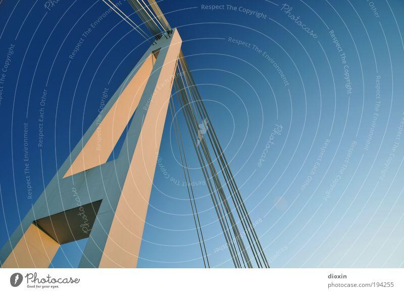 A Luft Himmel Wolkenloser Himmel Sonnenlicht Klima Wetter Schönes Wetter Mannheim Brücke Bauwerk Architektur Verkehr Verkehrswege hängen gigantisch groß blau