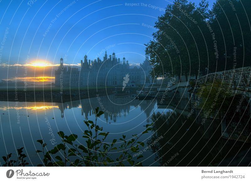 Sonnenaufgang am Schloss Chambord Wolken Sonnenuntergang Sommer Park Frankreich Europa Burg oder Schloss Sehenswürdigkeit alt außergewöhnlich blau grün orange