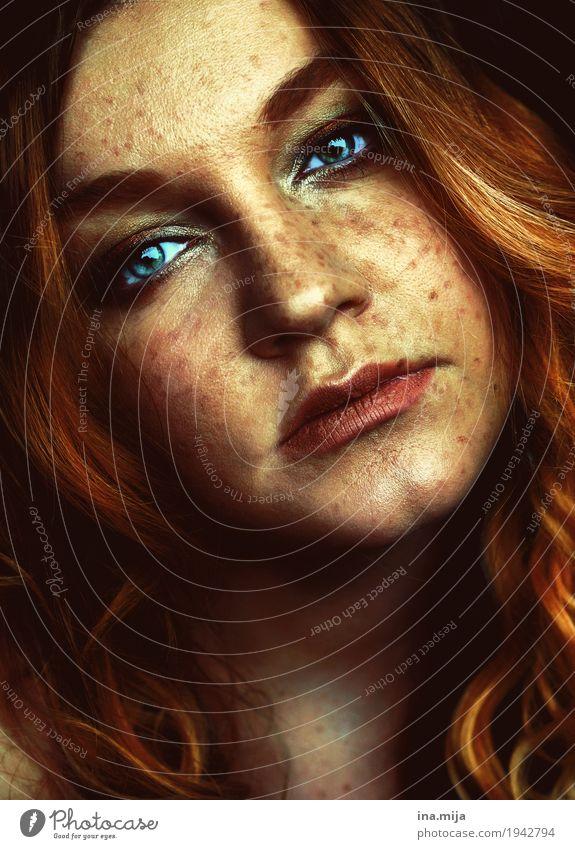 _ Mensch Frau Jugendliche Junge Frau schön 18-30 Jahre Gesicht Erwachsene Leben Gefühle feminin außergewöhnlich Haare & Frisuren Stimmung orange ästhetisch