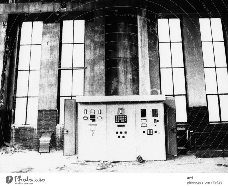 Morbider Charme des Verfalls Industriearchitektur Schaltpult Zeche Industriekultur Architektur Industriefotografie Schwarzweißfoto