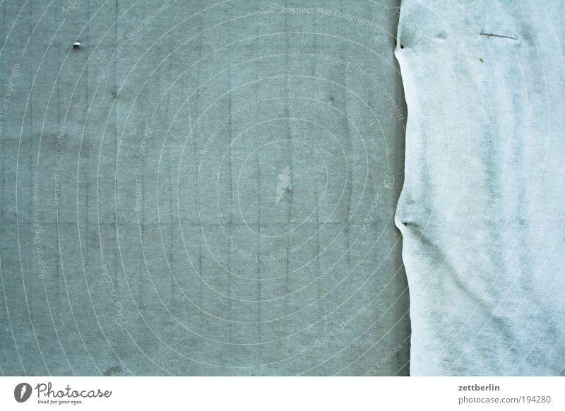 Sack und Asche Stoff Abdeckung durchsichtig Zaun Bauzaun Gitter Grenze Sichtschutz Schutz Versteck Textilien Ecke Am Rand Saum Baustelle Grundstück Nachbar grau