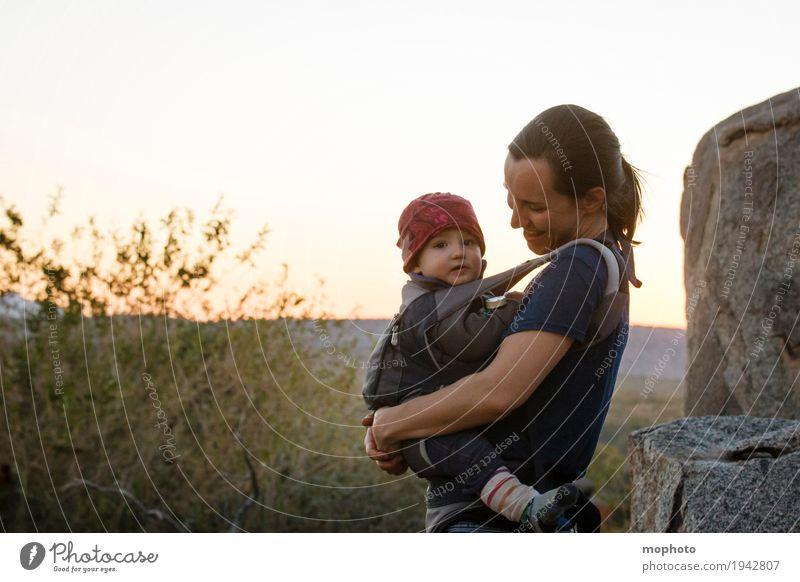 Mutter & Kind Mensch Frau Natur Ferien & Urlaub & Reisen Landschaft Erwachsene Leben Liebe Lifestyle feminin Junge Familie & Verwandtschaft lachen Glück