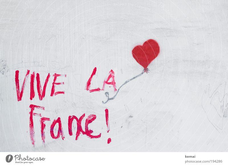 Es lebe Frankreich [heart] weiß rot Freude Haus Farbe Wand Mauer Graffiti Herz Kunst Fassade Fröhlichkeit Luftballon zeichnen malen