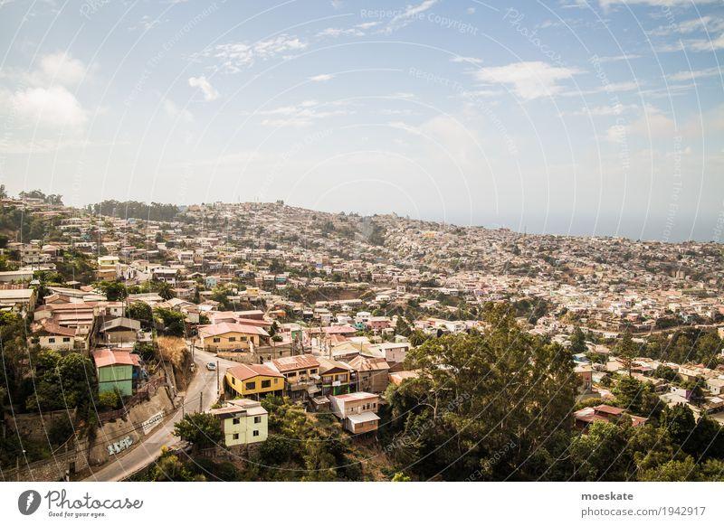 Valparaiso, Chile Stadt Stadtzentrum bevölkert Haus blau Valparaíso Hügel Aussicht Farbfoto Gedeckte Farben Außenaufnahme Luftaufnahme Textfreiraum oben