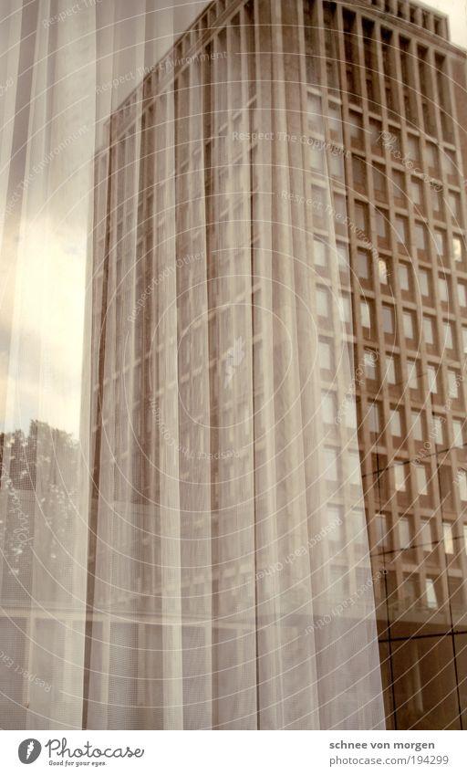mutzurkultur Köln Stadt Bankgebäude Bauwerk Gebäude Architektur Bürogebäude Denkmal authentisch gigantisch Gedeckte Farben Außenaufnahme Experiment abstrakt Tag