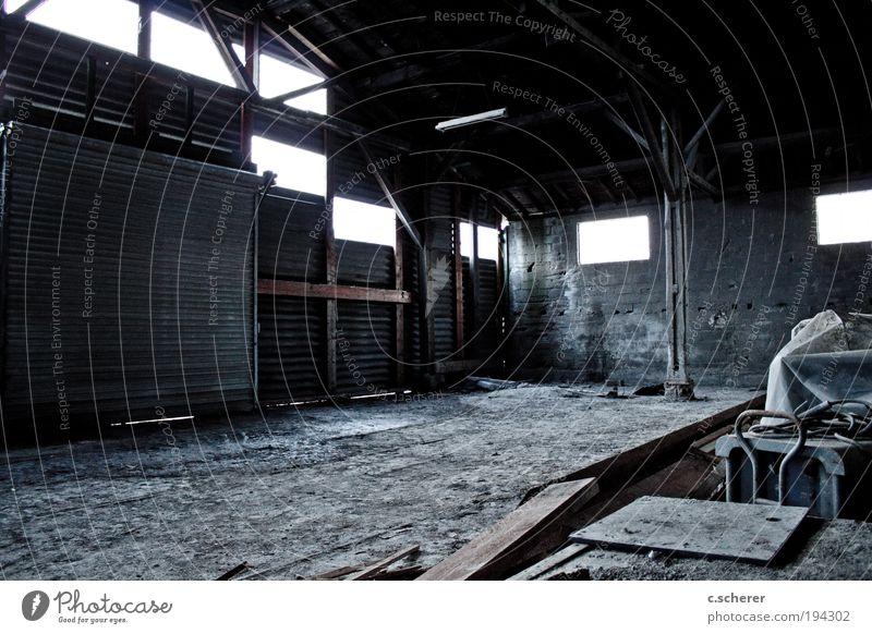 Schattenspiele Mensch Mann Erwachsene Tod Leben Wand grau Gebäude Mauer Deutschland braun Fassade maskulin planen außergewöhnlich Europa