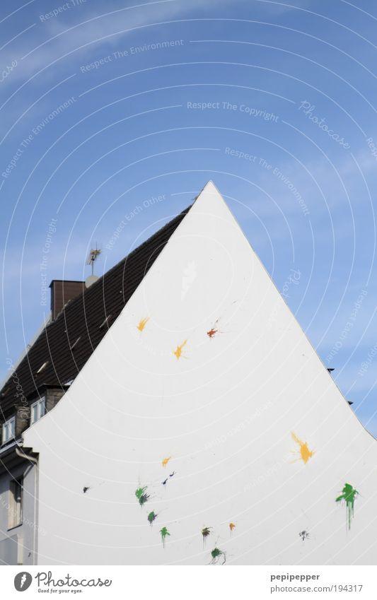 Der Versuch ein Haus zu streichen... Renovieren Dekoration & Verzierung Anstreicher Kunst Künstler Maler Kunstwerk Gemälde Gebäude Mauer Wand Fassade Stein