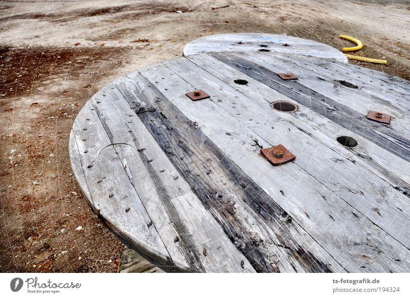 Baustellen Ufos Arbeit & Erwerbstätigkeit Holz grau Sand braun Metall Erde Industrie rund Beruf Lastwagen Röhren Kunststoff Rost Stahlkabel