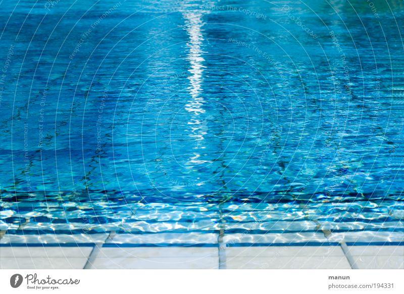 Startklar blau Wasser Ferien & Urlaub & Reisen Sommer Freude ruhig Erholung Leben Sport Bewegung frisch Coolness Schwimmbad Wellness genießen Lebensfreude