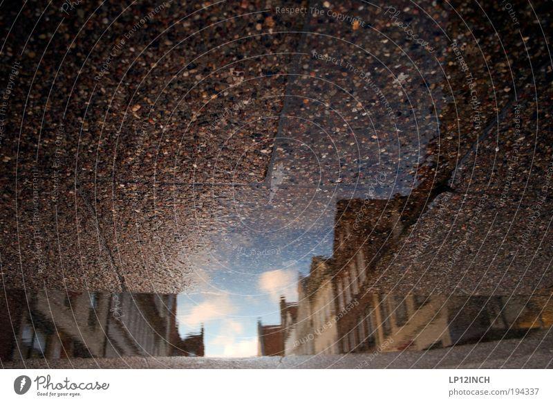 [LG10.3] LG-Pfützgängerzone Wasser alt Haus Wolken träumen Stein Wetter Umwelt Beton Fassade Ordnung Dach Kultur außergewöhnlich Flüssigkeit Licht