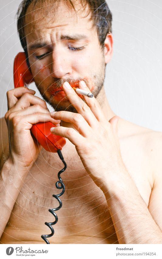 hot-line Mensch maskulin brünett Dreitagebart Kommunizieren Rauchen sprechen Telefongespräch dreckig einzigartig lustig retro stachelig trashig verrückt