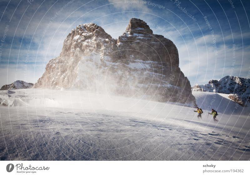 Stormy Mensch Winter Wolken Erwachsene Landschaft Sport Schnee Paar Eis Felsen gehen Wind maskulin wandern Frost Schönes Wetter