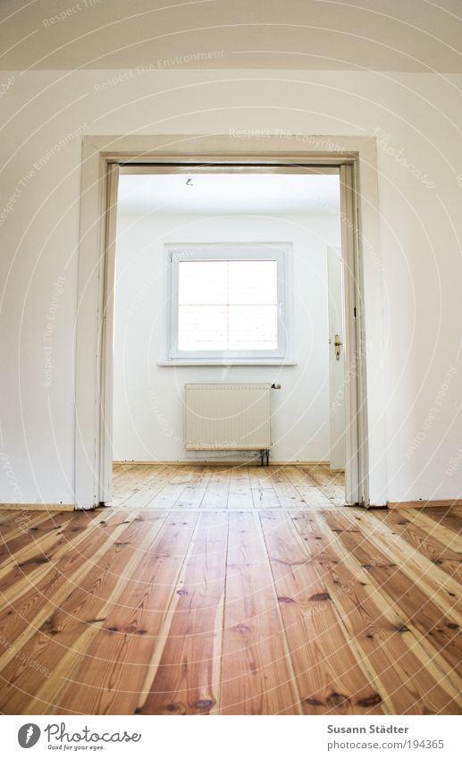 neue Wohnung, neues Glück! Haus Einfamilienhaus Architektur Mauer Wand Fenster Tür leuchten hell historisch Dielenboden Holz Holzfußboden Maserung Schiebetür