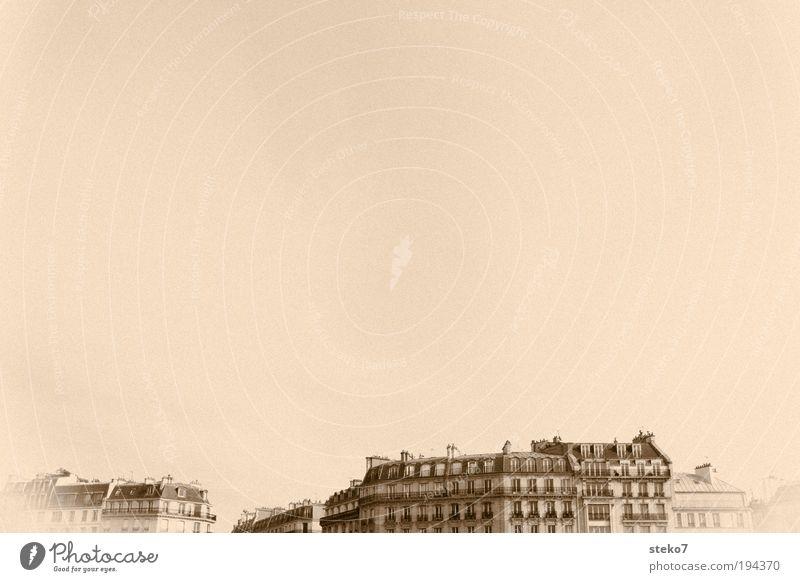 Parisian Skies alt Stadt Gebäude braun Fassade retro Paris Bauwerk historisch bleich Textfreiraum links Hauptstadt Monochrom Frankreich Kontinuität bleichen